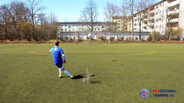 Torschusstechnik Steiler Flugball